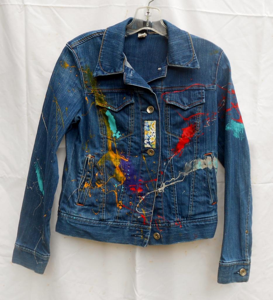 Jean jacket, Front